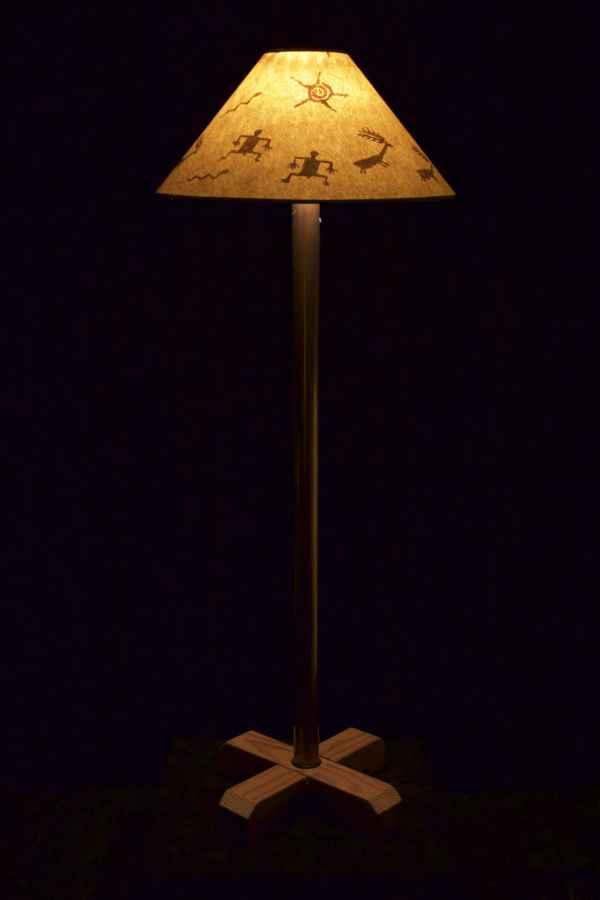 standing-lamp-lit