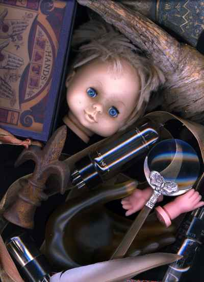 doll-magnifying-glass