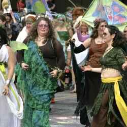 procession-dancers